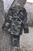 Terepszinű katonai öltöny