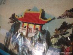 Kínai- szignós-gyöngyház és koral-montázs kép