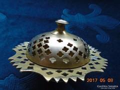 Csipkézett,áttört szélű dekoratív bronz/ réz Keleti füstölő-9x6 cm