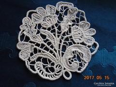 POINT LACE terítő-stilizált virágmintával-15 x 15 cm-(28)