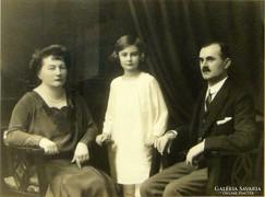 0L864 Jelzett művészi családi fotográfia 1931