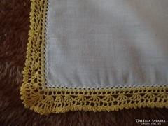 1314. Díszzsebkendő - sárga csipkés