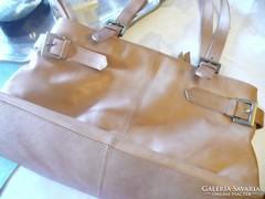 Suzy Smith valódi bőr női táska - Gardrób  75159e0b59