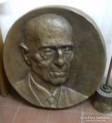 Óriás bronz plakett