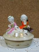 Altwien porcelán bonbonier.