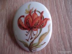 Antik festett porcelán szignált bross