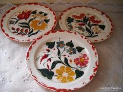 Antik kerámia kézzel festett tányér 3 db eladó!Gránit.