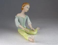 0M669 Hibátlan biszkvit porcelán lány figura