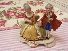 Altwien jellegű figura 1930-40 évekből, Német porcelán szobor, barokk stílusú párocska sorszámozott