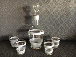 Retro üveg butélia poharakkal