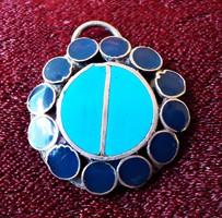 Kék zománcozott medál