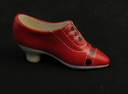 Jelzetlen porcelán piros cipő