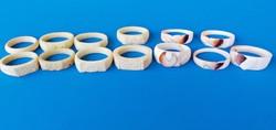 13 db. faragott kagyló és csont gyűrűk