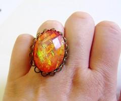 Gyönyörű opál hatású,narancs-piros,ovális gyűrű