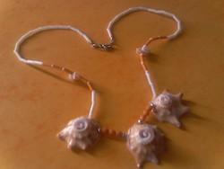 Nyári nyaklánc kagylókból