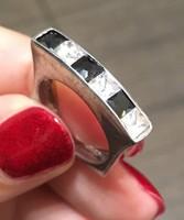 Fekete-fehér köves, szögletes ezüst gyűrű