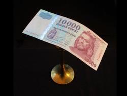 MUTATÓS 10 000-S REMEK TARTÁSBAN