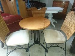 Körasztal 3 székkel eladó