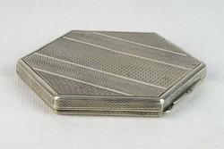 0N612 Antik jelzett ezüst powderes szelence 143g