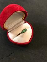 Aranygyűrű smaragdal