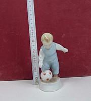 ZSOLNAY: Pöttyös labdás kisfiú