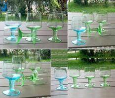 Színes talpas likőrős, pálinkás üvegpohár 3+1 db