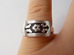Masszív virágmintás ezüst gyűrű 925.