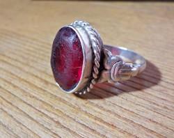 Régi ezüst gyűrű nagy piros kővel