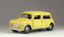 0O002 Jobbkormányos autó modell 15.5 cm