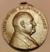 Kopits János 1872.09.10-1944.09.21.Tudor 1893-1943 Dr Günther Quandt, bronz emlékérem ,mérete:46mm