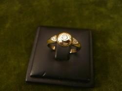 Fehér arany gyűrű 3 buton foglalt brillel