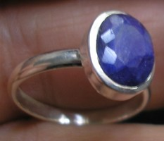 925 ezüst gyűrű, 15,9/50 mm, opak indiai zafírral