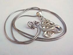 Ezüst nyaklánc mutatós ezüst medállal