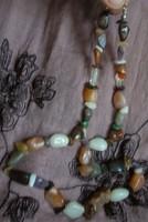 Achátok, kvarcok különféle színeiből nyaklánc 55 cm, antial. kapocs