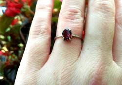 Gyönyörű vörös rubin soliter 925 ezüst gyűrű