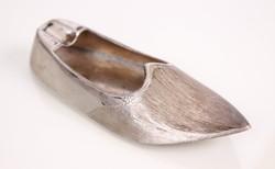 Cizellált, ezüst cipő (topán) hamutartó