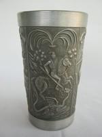 Szent György és a sárkány díszítésű ón pohár