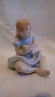 Kislány babával Kispest porcelán szobor