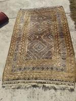 Kézi csomózású perzsa szőnyeg eladó, nem molyos egyáltalán, nem kopott, szagtalan.