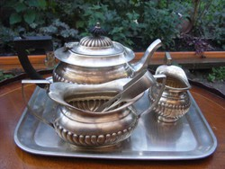 Különleges 5 darabos angol teás készlet szervírozáshoz, kanna, tejkiöntő, cukortartó, csipesz, tálca