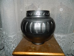 Lakatos László keramikus mester : fekete kerámia váza