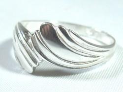 Préselt ezüst női gyűrű (Kecs-Ag65646)