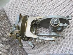 Régi földmérő mérőműszer, teodolit (hiányos)