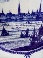 Kobaltkék mintás címeres falitál Schönwald Germany középkori metszett után Hamburg kikötője25 cm