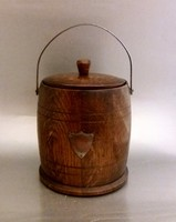 Angol hordó alakú fedeles fa doboz fém fogantyúval