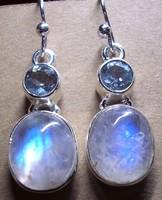 925 ezüst fülbevaló holdkővel, kék topázzal