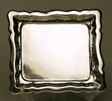 Trébelt díszítésű négyszölgetes ezüst tálca