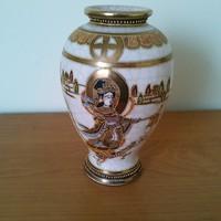 Kézzel festett, aranyozott, jelzett Távol-Keleti váza 16 cm