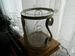 Nagy méretű kovácsoltvas gyertyatartó lámpás különleges üvegbetéttel