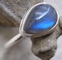 925 ezüst gyűrű, 18,7/58,7 mm, labradorittal